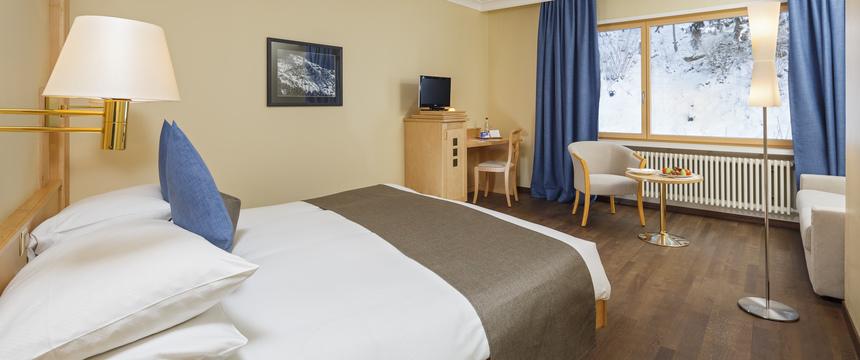 Switzerland_Wengen_Hotel-Beausite-Park-Jungfrau-Spa_twin-bedroom.jpg